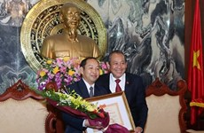 Deputy labour minister awarded Laos' Labour Order