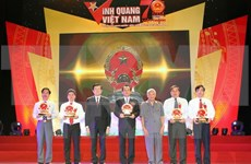 Outstanding individuals in sea, island areas honoured at Vietnam Glory
