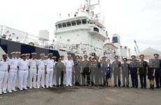 Indian coast guard ship visits HCM City