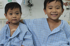 Binh Thuan: Needy kids receive free heart checks