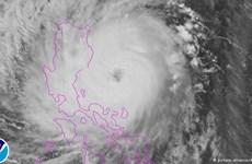 Typhoon Koppu lands on northern Philippines