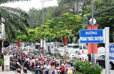 Police kick off campaign to control traffic jams at HCM City airport