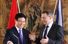 Defence leader receives Czech FM