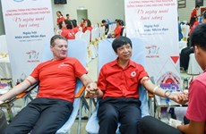 Experts discuss measures to increase voluntary blood donation