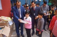 Hanoi orphans receive New Year gifts from Azerbaijani Embassy