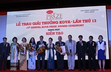 Outstanding scientist, students, social contributors honoured