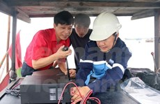 Ben Tre fishermen equipped with communication devices