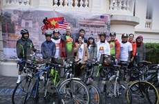 US Ambassador arrives in Hue on cycling tour