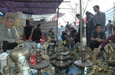 Buying luck at Vieng Market