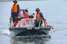 Speedboat presented to Truong Sa soldiers