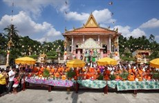 Southern Khmer groups enjoy traditional Chol Chnam Thmay