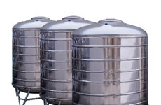 Binh Phuoc gives water tanks to drought-hit residential areas