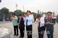 HCM City, Hanoi leaders pay tribute to heroic martyrs