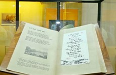 Vietnam's giant poetry book sets Worldkings's record