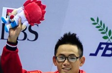 Nhat wins gold, sets national record in swimming