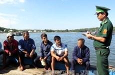 Five fishermen on sunk fishing boat return to land
