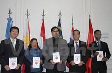 Award-winning essays on ASEAN presented in Argentina
