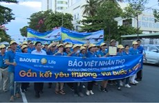 Charity walk invites donations for poor children in Binh Thuan