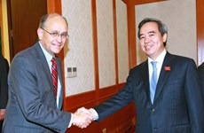 Politburo member receives visiting US treasury official