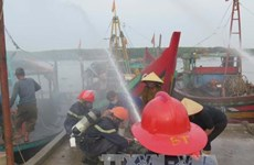 Nghe An holds drill on firefighting, rescue for fishing boats