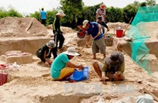 Ancient tombs excavated in Binh Thuan Province