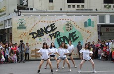Hanoi youth shake it on the streets for love