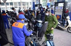 Petrol price drops by over 500 VND per litre