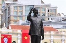HCM City needs more statues, parks and squares