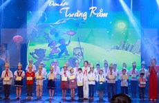 Authorities help needy children enjoy Moon festival