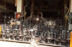 Dai Bai bronze-makers keep fires burning