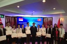 Vietnamese students receive ASEAN scholarships