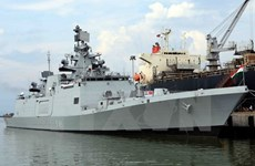Indian navy ship anchors at Da Nang port