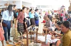 Vietnam's handicraft products showcased in Laos