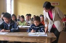 Scholarships presented to 300 poor students in Hoa Binh