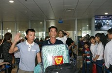 First group of Vietnamese workers in Algeria land home
