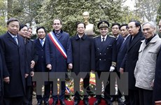 PM reiterates friendship with French people