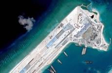 US destroyer approaches Fiery Cross Reef in East Sea