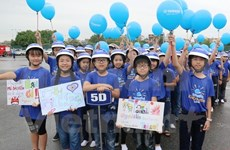 Safe helmets given to pupils in Hai Duong