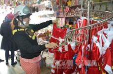 Da Nang: Main streets bustle with Xmas décor shopping