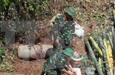 US students learn about wartime UXO issues in Vietnam