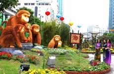 President opens HCM City's flower street