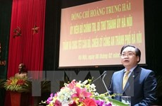 New Hanoi Party chief visits local police, armed forces