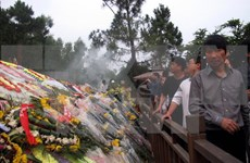 Visitors pay tribute to General Giap during Tet