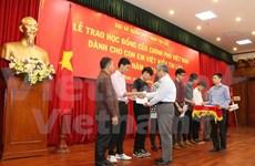 More OV students in Laos receive Vietnam scholarships