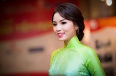 Female ambassadors to go catwalk in Vietnamese 'ao dai'
