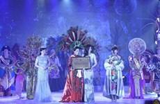 Vietnamese native wins best costume award at Mrs World