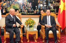 Adviser to Japanese PM pledges strengthening ties with Vietnam