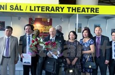 Czech-Vietnamese dictionary wins second prize