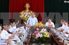 PM inspects agricultural restructuring in Vinh Long