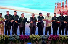 Prime Minister meets with Lao, Philippine leaders